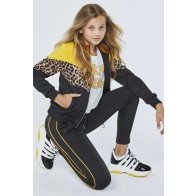 AI&KO girls trainingsvest Terilyn met panterprint in de kleur geel/zwart