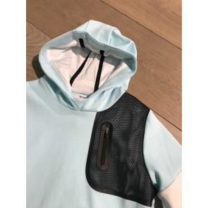 Hugo Boss kids hoodie sweater met logo op de mouw in de kleur lichtblauw