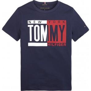 Tommy Hilfiger kids boyspuff print tee shirt in de kleur donkerblauw
