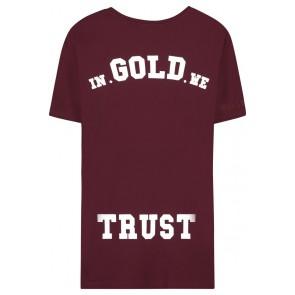 In gold we trust t-shirt met logo print in de kleur bordeaux rood
