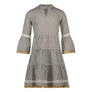 AI&KO Kampur jurk stripe dress met gouden accenten in de kleur zwart/off white